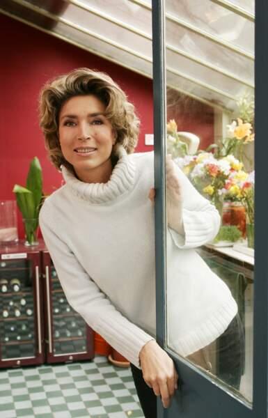 Elle présente actuellement Téléshopping sur TF1, elle a pris la suite de Laurent Cabrol.