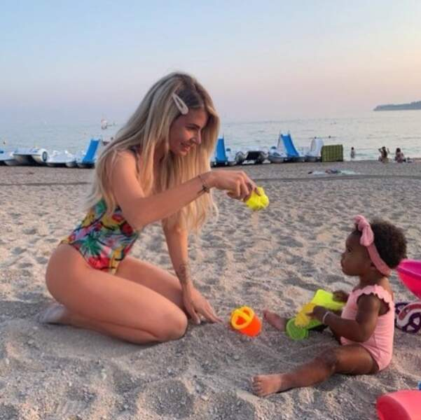 Emilie Fiorelli et Louna ont tenté de faire des châteaux de sable.