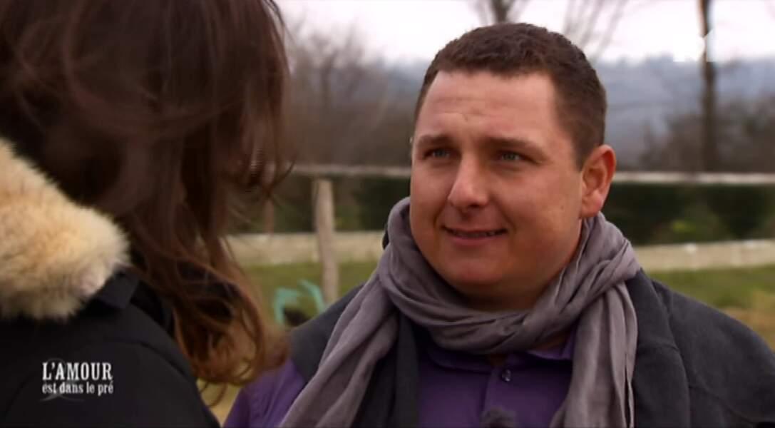 Hugo est désormais en couple avec Constance... mais il demande quand même aux filles de lui écrire. OK MEC.