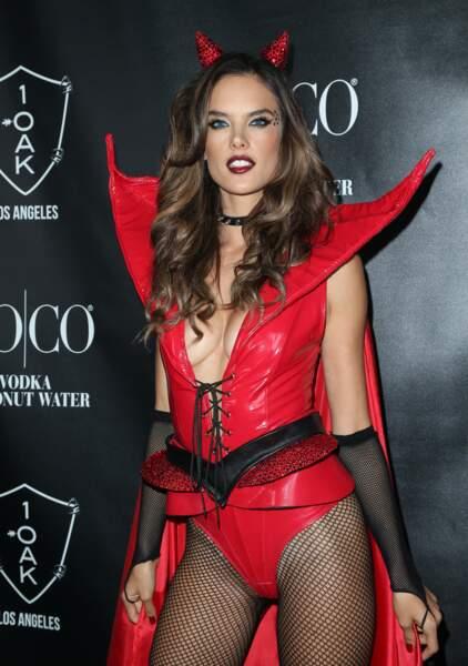 Alessandra Abrosio est un démon très sexy