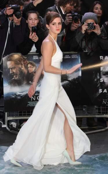 Jamais un fashion faux-pas, Emma Watson opte pour un look classique mais élégant