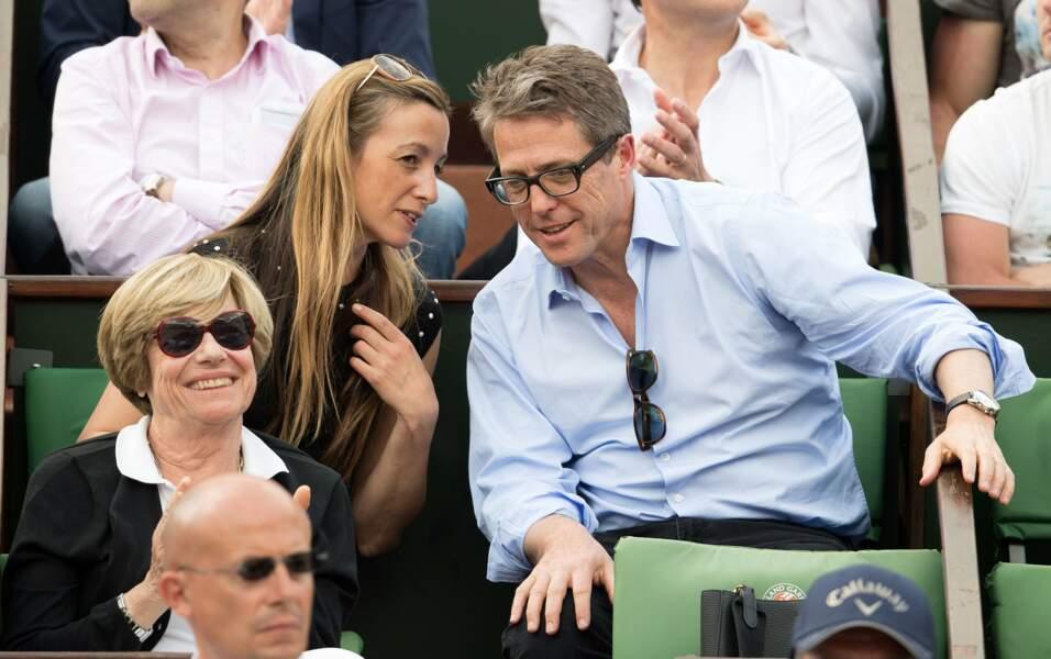 Hugh Grant plus attentif aux confidences de sa chère Anna Eberstein qu'à la rencontre du moment !