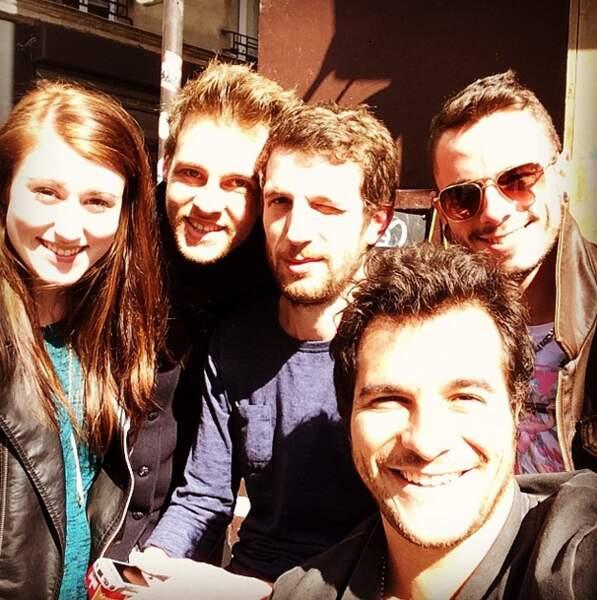 Selfie au soleil pour Caroline Savoie, Charlie, Igit, Amir et Maximilien Philippe