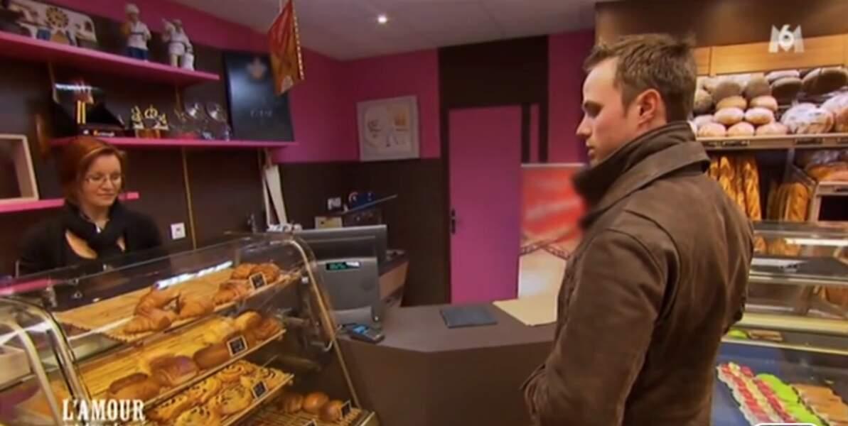 Jacky va chercher des croissants à ses prétendantes. Ca cache quelque chose...