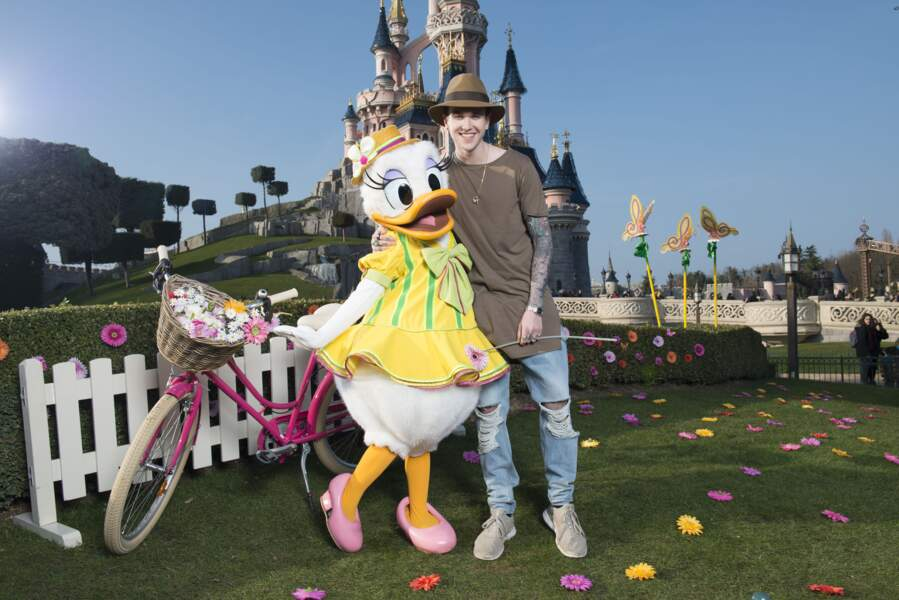 Gabriel-Kane Day-Lewis rencontre Daisy à Disneyland Paris