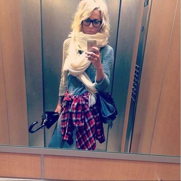 Et hop une deuxième dans l'ascenseur. Un petit sourire Caroline ?
