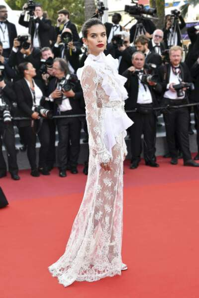 Mention spéciale pour Sara Sampaio qui resplendissait dans sa robe blanche