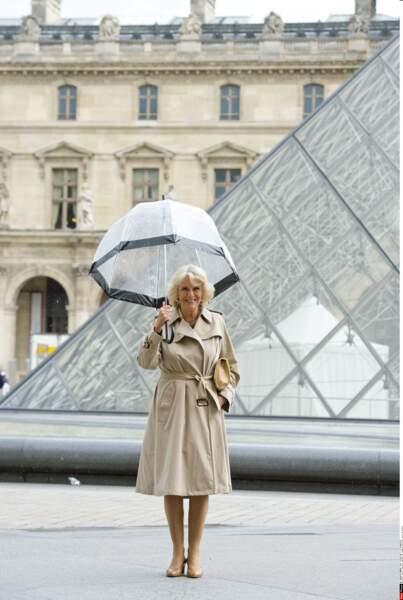 En 2013, c'est en solo que la duchesse de Cornouailles vient visiter le Louvre et les ateliers Dior