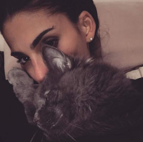 Sachez-le ! Le cœur de la belle Tatiana est pris... par son chat !