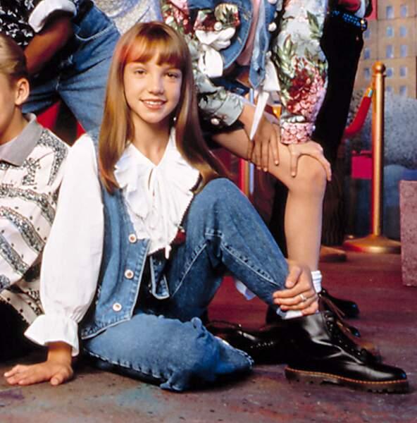 La petite fille en jean avec sa grosse frange, c'est... Britney Spears !