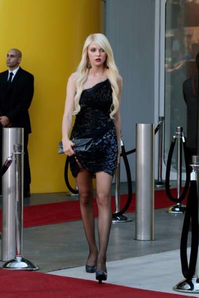 Au fil des saisons, Jenny s'est imaginé un look plus dark et sexy. Comme pour Taylor Momsen son interprète...