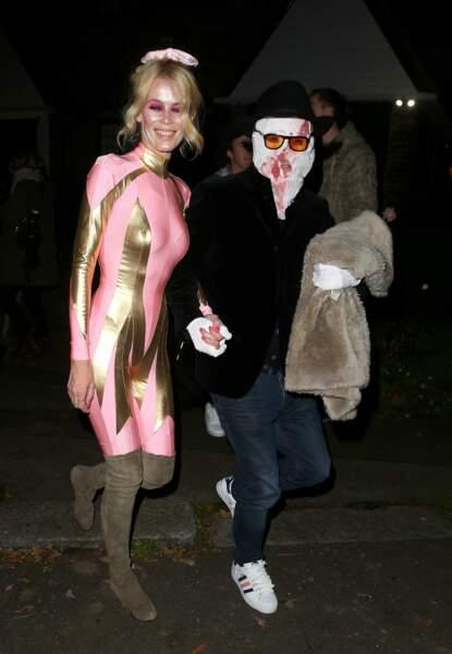 On est moins fan de la tenue de Claudia Schiffer, venue au bras de Matthew Vaughn