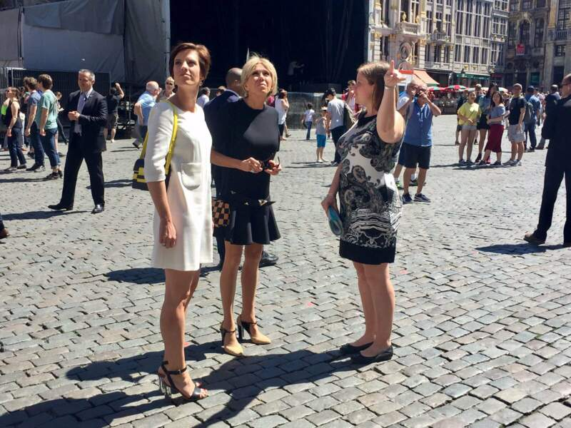 Balade sur la Grand-Place de Bruxelles avec l'épouse du Premier ministre belge