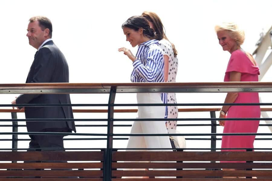 Escortées par le patron de Wimbledon et son épouse, les deux belles-sœurs étaient inséparables