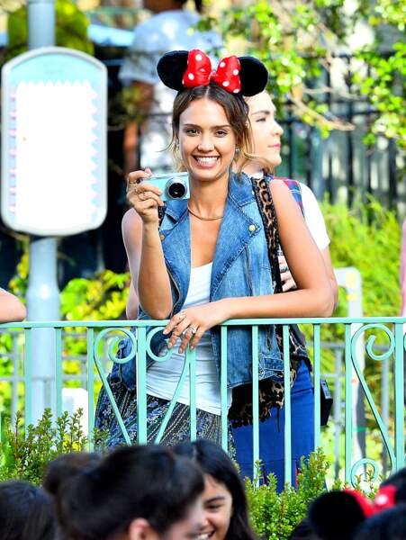 Et oreilles de Minnie pour Jessica Alba, de passage à Disneyland. #inceptionbis