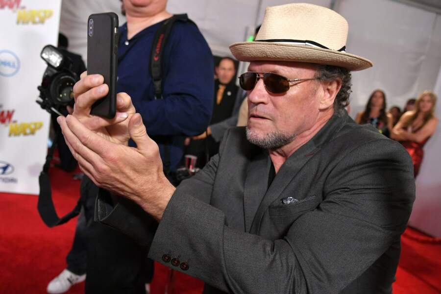 Michael Rooker, fan de selfie, vu dans la saga Les Gardiens de la galaxie