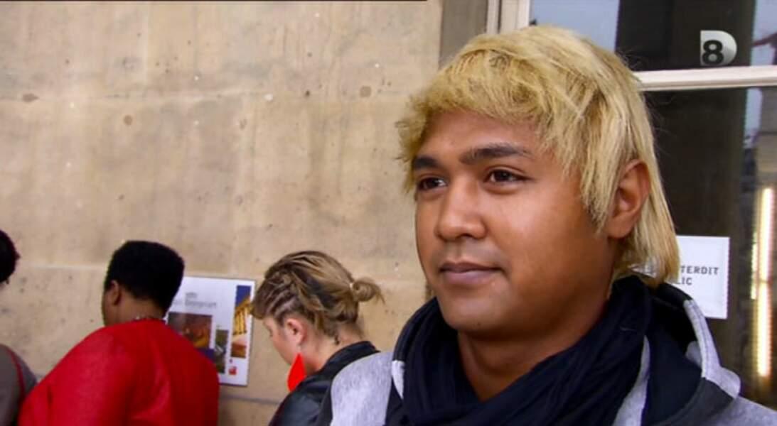 Sous le soleil de mes cheveux blonds, poupée de cire, poupée de son !