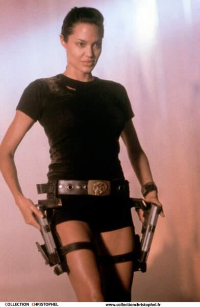 Aventurière sexy dans Lara Croft : Tomb Raider (2001)