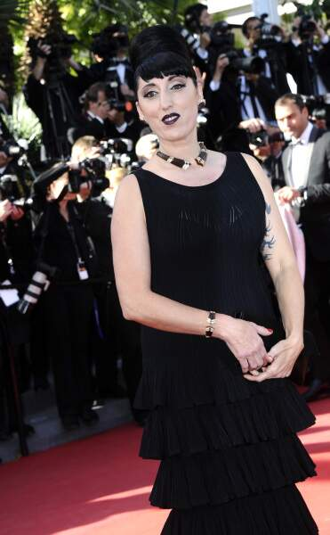 Rossy de Palma dans une robe surprenante et un chignon démesuré !