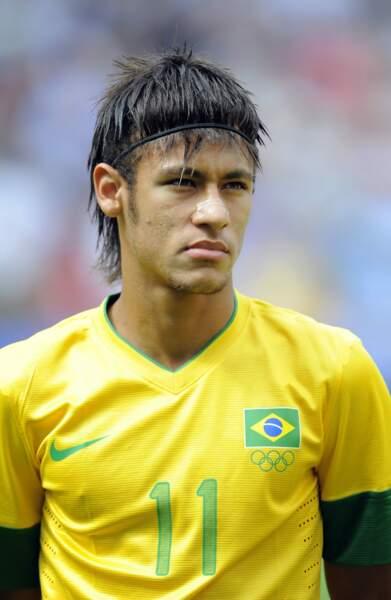Neymar et sa coupe amérindienne lors des Jeux Olympiques de Londres en 2012