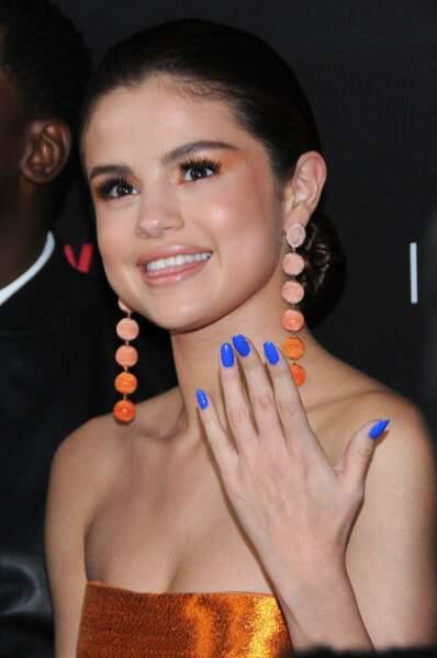 Et des ongles bleus !