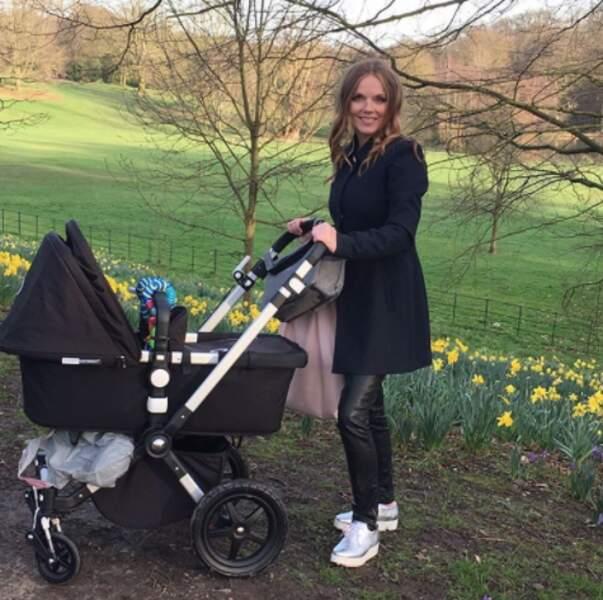 Geri Halliwell a fait une promenade avec bébé.