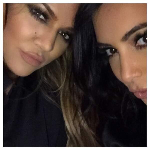 Avec sa soeur Khloe, elle ne se lasse pas des selfies...