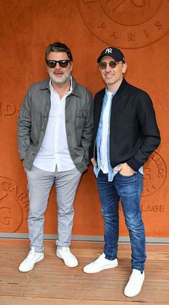 Les deux amis Philippe Lellouche et Gad Elmaleh affichent un grand sourire au Village de Roland