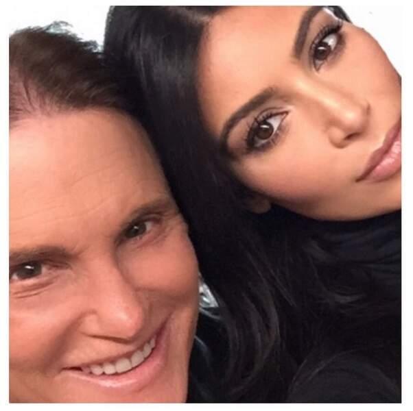 Kim Kardashian est fière de son beau-père Bruce. Ca méritait bien un petit selfie.