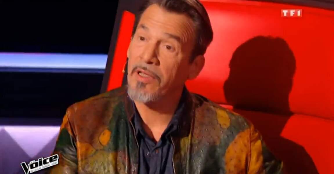 On commence avec la veste multicolore de Florent Pagny dans The Voice
