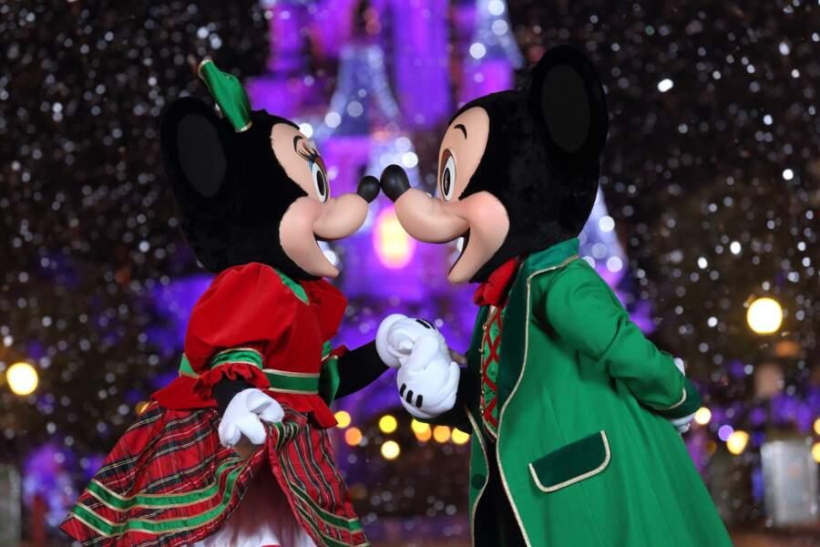 On finit avec un bisou de Mickey et Minnie
