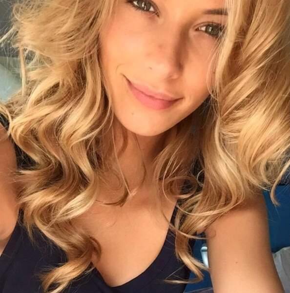 Miss France 2015, elle, a préféré nous montrer qu'elle avait de beaux cheveux (et on est super jaloux).