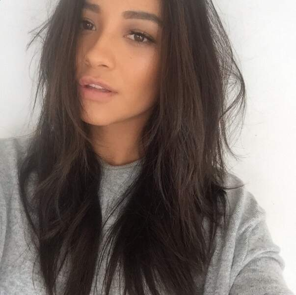 Et on termine par le secret beauté de Shay Mitchell...