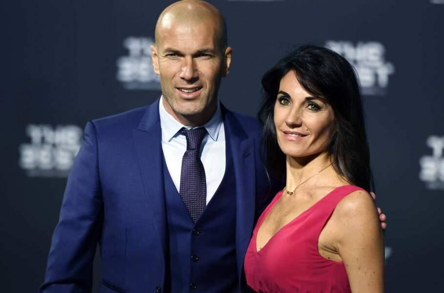 Coach déjà incontournable du Real Madrid, Zidane a fait le déplacement avec sa femme Véronique