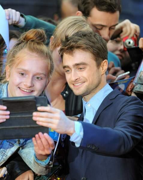 Daniel Radcliffe se prête également au jeu avec les passionnés d'Harry Potter.