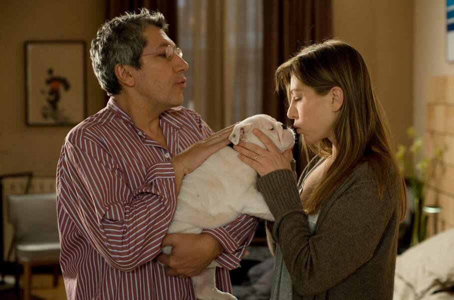 TRESOR (2009) : Alain Chabat n'aurait jamais dû offrir ce sale clébard à sa femme Mathilde Seigner
