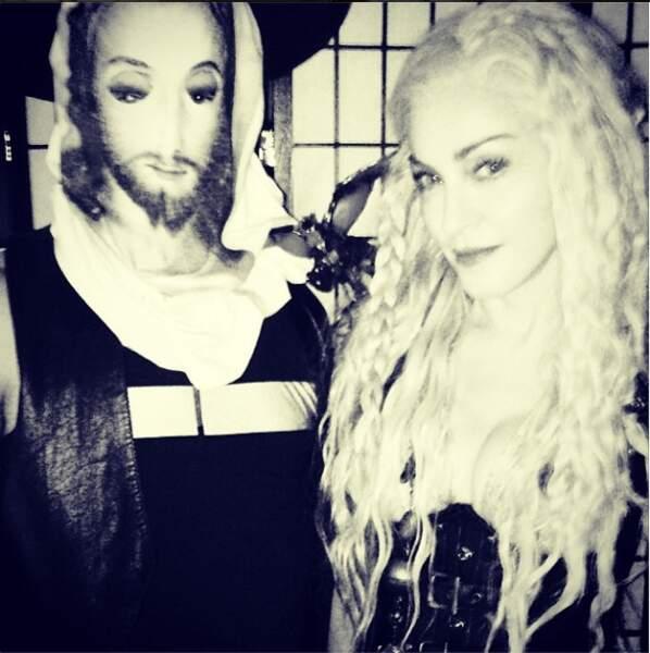 Et non, il s'agit de Madonna déguisée !