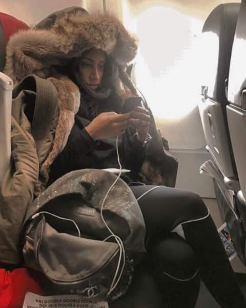 Mais pour ça, il faut prendre l'avion. Et DemDem, la femme de Maître Gims, s'ennuie beaucoup dans l'avion.