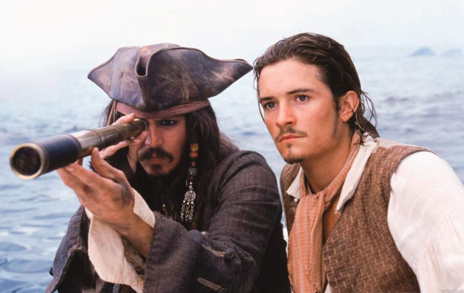 Pirates des Caraïbes, la malédiction du Black Pearl (2002) : Ici, la longue vue