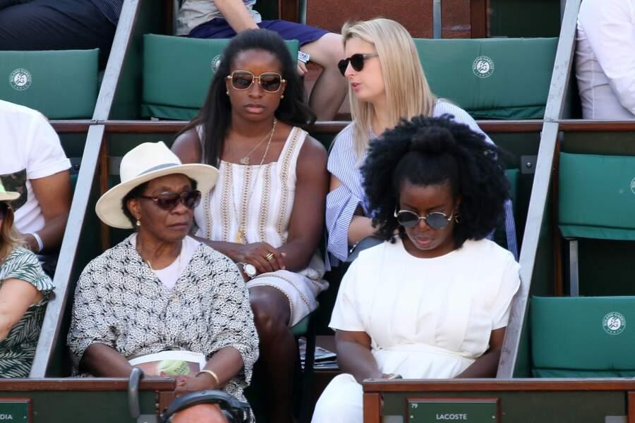Uzo Aduba (Suzanne dans Orange is the New Black), venue avec sa mère et ses sœurs…