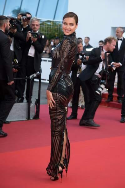 Irina Shayk sexy en diable tout en noir !
