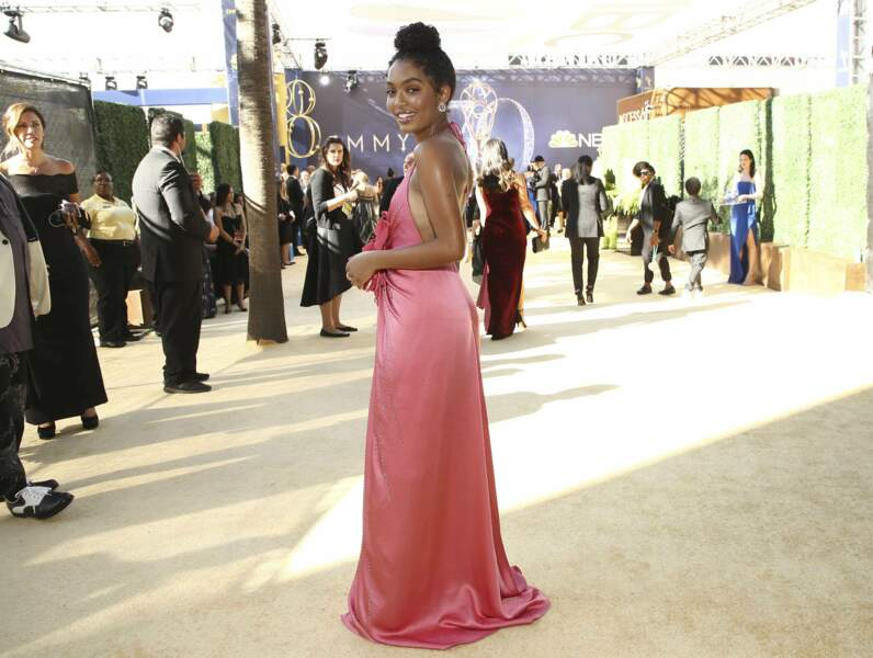 Yara Shahidi, la belle Zoey de Black-Ish, a choisi une sublime robe longue rose