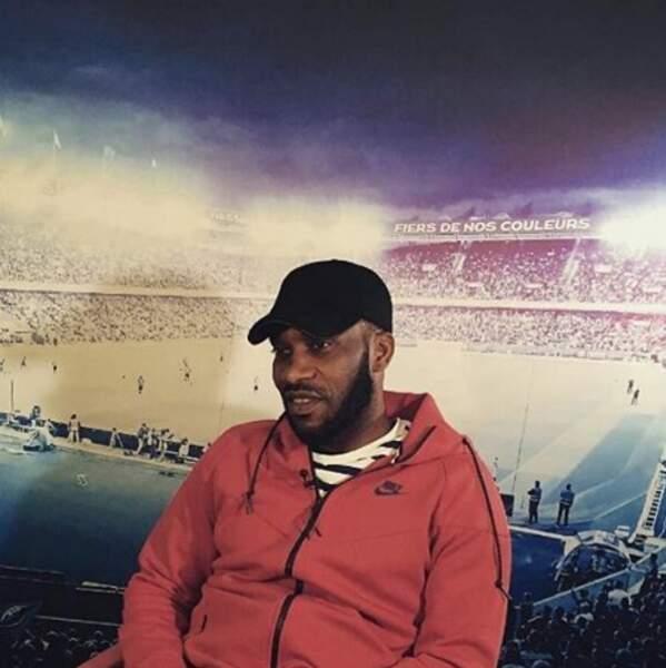 Coup d'envoi donné par le Nigérian et ancienne gloire du club : Jay Jay Okocha !