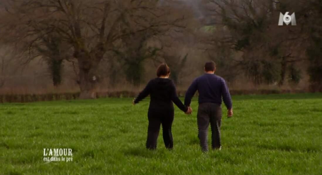 Il a enchaîné subtilement en l'emmenant dans un endroit ''romantique'' pour lui prendre la main...