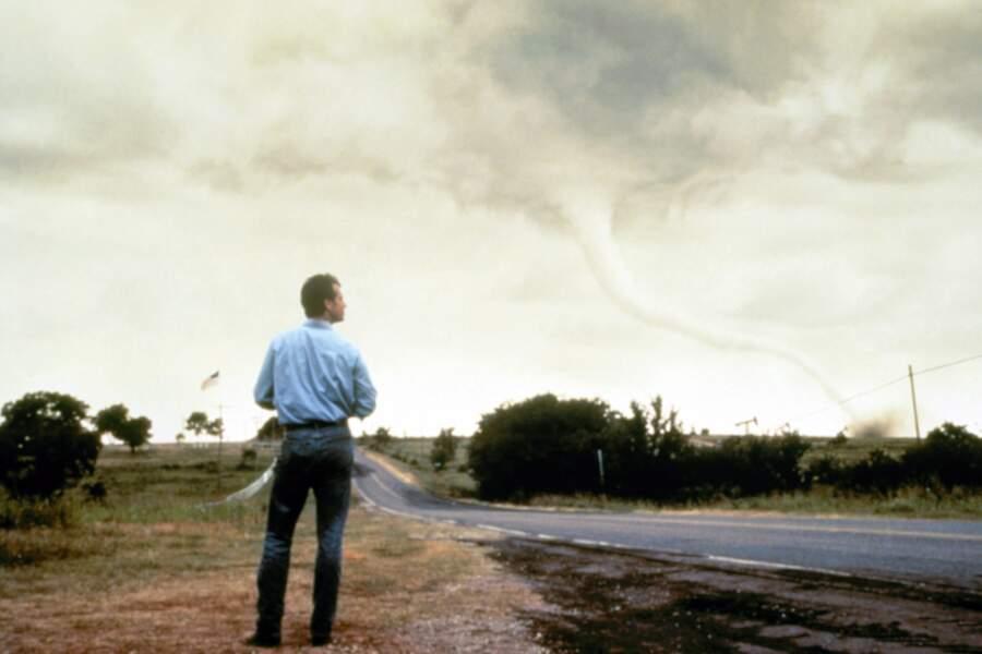 Twister (1996) : quand une équipe de scientifique veut analyser le phénomène pour mieux le prévenir.