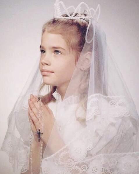 Et Denise Richards était plus que sérieuse le jour de sa première communion !