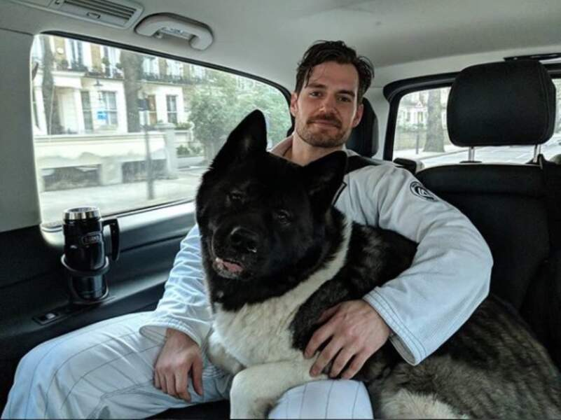 Envie d'adopter le beau Henry Cavill ?