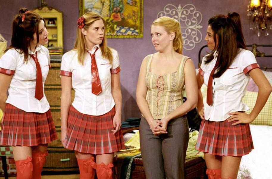 En 2003, Sophia Bush apparaît dans Sabrina, l'apprentie sorcière. Elle est à gauche sur la photo