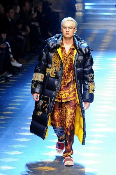 Le fils de Pamela Anderson et de Tommy Lee, Brandon Thomas Lee tout blond pour Dolce & Gabbana.
