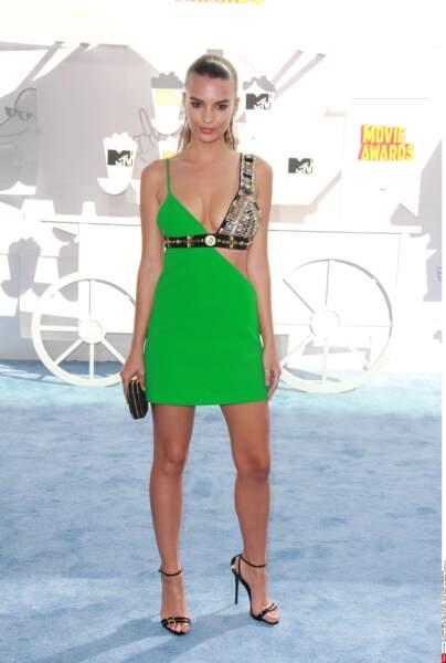 Emily Ratajkowski et son petit bout de robe...